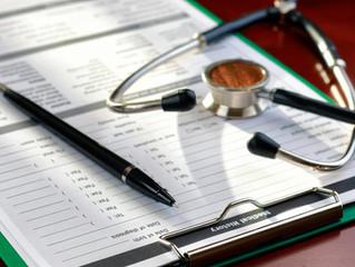 ¿Qué debe contener un expediente clínico?