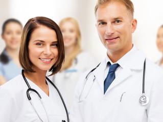 Consejos para darse promoción un médico.
