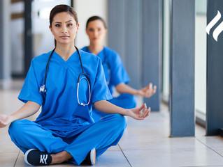 Pausas activas para mantener la salud y la calma durante tus guardias médicas.