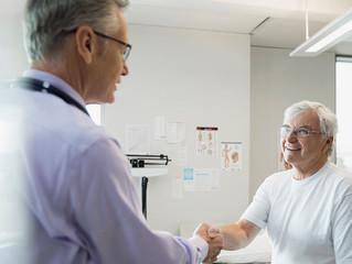 ¿Cuál debe ser el número máximo de pacientes que debe atender un médico en un día?