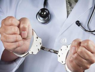 Cárcel a médicos que realicen cirugías sin certificación