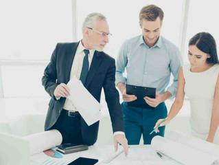 Pros y contras de contratar familiares para trabajar en tu consultorio