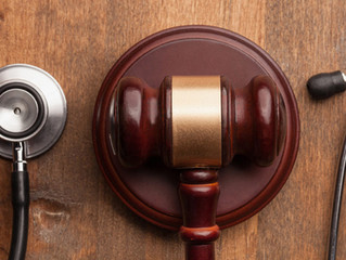¿Diferencia entre mala praxis y ético- legal?