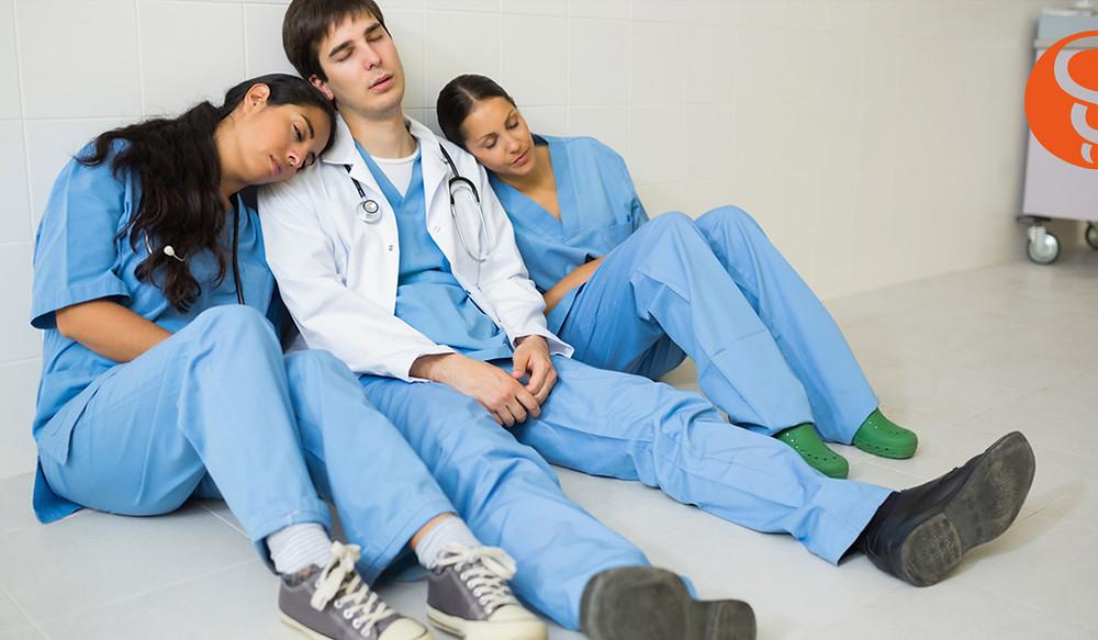 equipo medico desmotivado