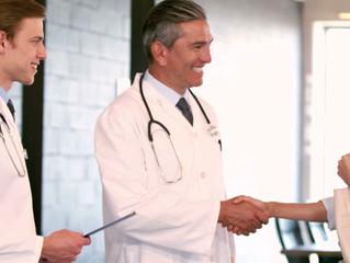 Saludar de mano a tus pacientes podría traer a ambos fuertes infecciones