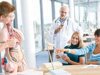 Alternativas de trabajo para médicos fuera del área clínica