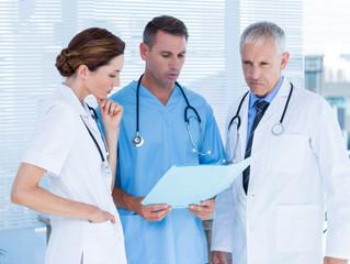 ¿Denunciar o no denunciar una mala práctica médica?