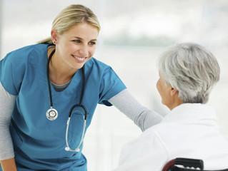 Enfermeras veteranas tendrían menos empatía que las más jóvenes