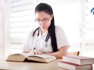 10 libros que todo médico debe leer para evitar el síndrome burnout