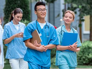 5 especialidades médicas que menos estrés les ocasiona a los profesionales de la salud