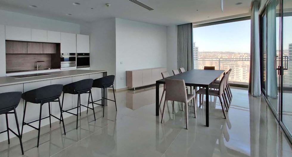 P_915134_dining_kitchen.jpg