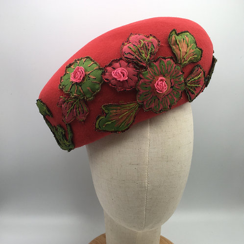 Marion - Red felt beret with green and pink vintage appliqué