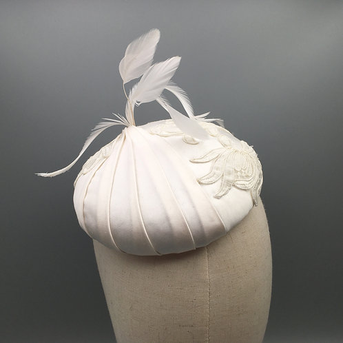 Nellie - Ivory silk button fascinator with pleats, lace and feathers