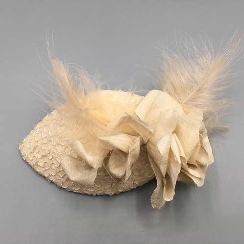 Nicky - Cream oval silk fascinator in a cream silk and beaded lace