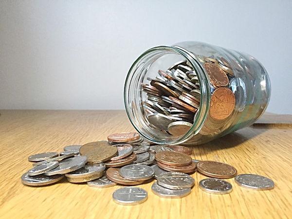 money-in-the-jar-coins-savings_t20_NQkxR