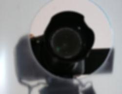 Corona-Schutz: Kamera hinter Plexiglasscheibe