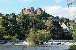 Das Marburger Schloss mit Lahn-Wehr
