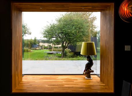 9129 UCHI window