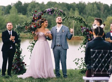 Как правильно сочетать свадебное платье и костюм жениха?