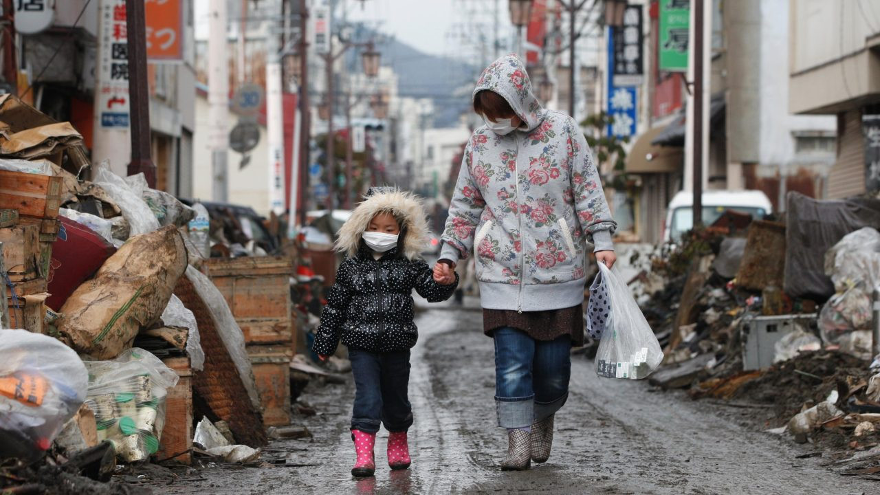 Japan-Earthquake-and-Tsunami-2011-680128
