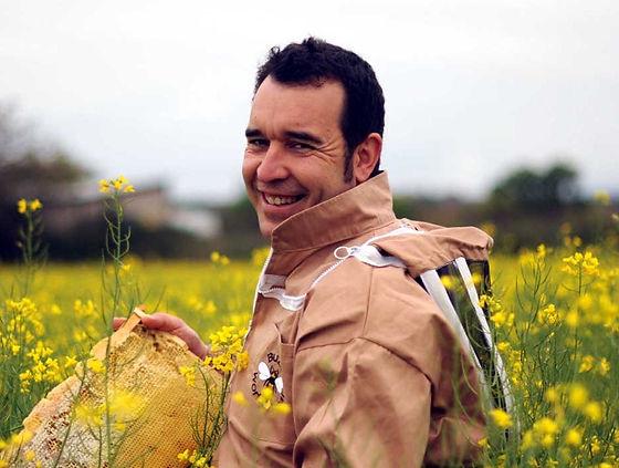 Alvaro Garrido, Maestro Apicultor