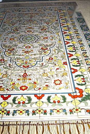 --outdoor tile rug detail