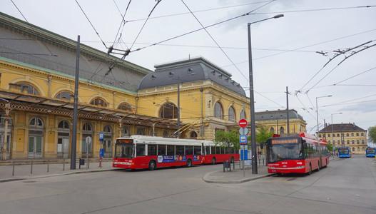 Budapest Keleti Trolleybus Interchange.j