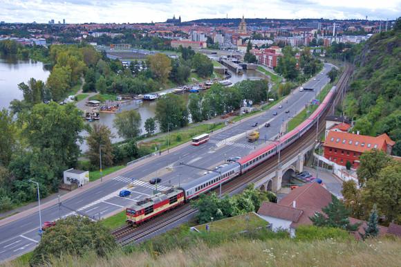 Praha Riverscape, 2011.jpg