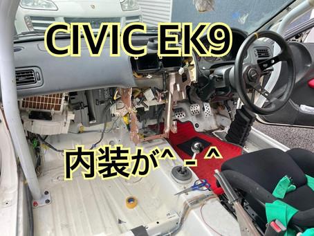 CIVIC EK9 内装どんどん取っていってます