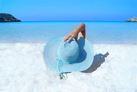 fashion-model-beach-hat.jpeg