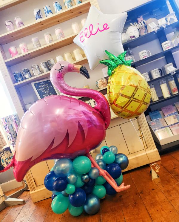 flamingo love island balloon sculpture m