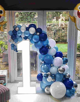 balloon garland with light up number blu