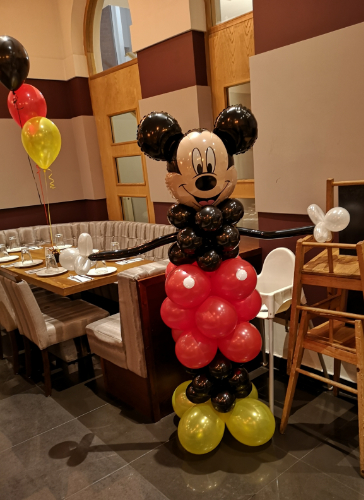 Mickey mouse balloon sculpture display m