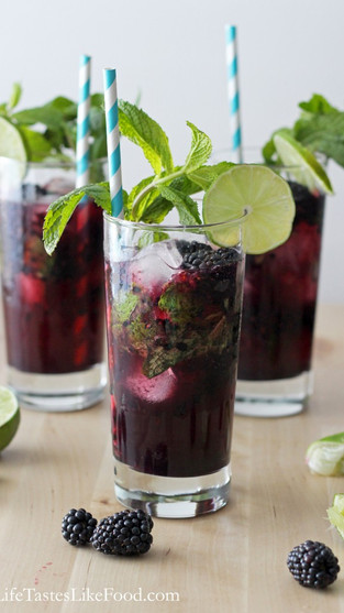 Blackberry Wine Spritzer