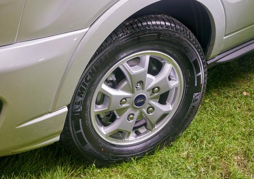 Adamo Silver 16 inch alloy wheels with p