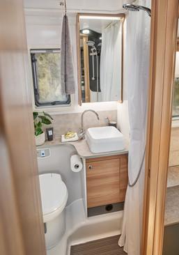 Adamo 75-4DL mid washroom featuring vani