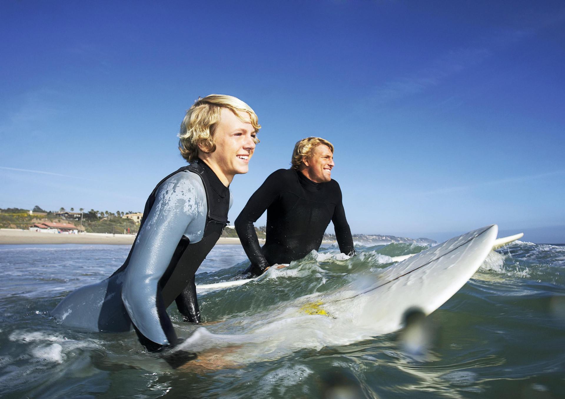 chicos surfeando.jpg
