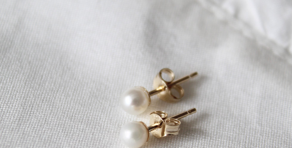 The Pearl Stud || 9ct Solid Gold
