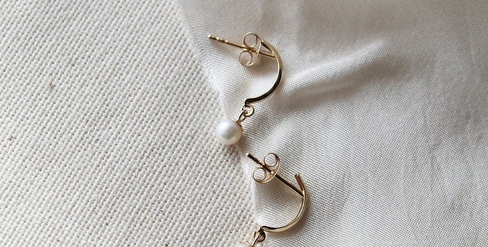 The Pearl Half Moon    9ct Gold