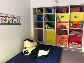 おもちゃの戸棚