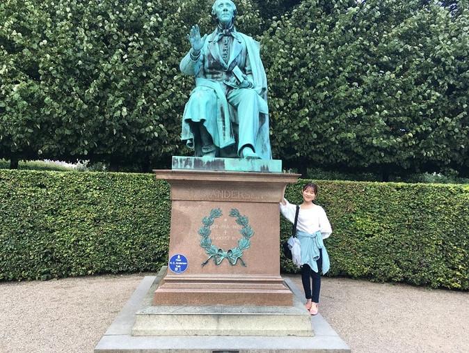 アンデルセンの銅像