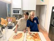 ホストシスターとピザ作り