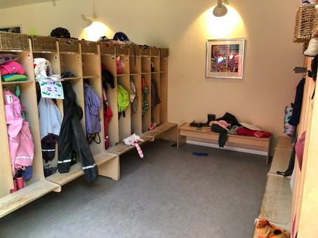 園児のロッカー室