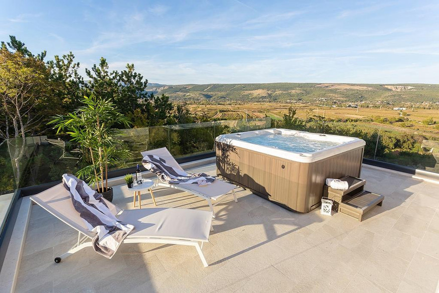 Jacuzzi with view on Red and Blue Lakes