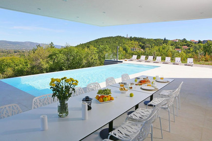 Breakfast with a view of Imotski and the pool