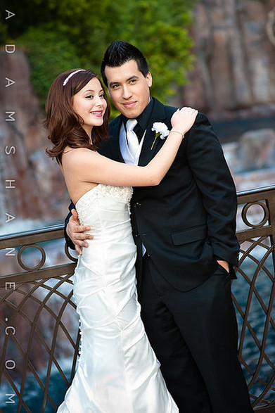 Las Vegas wedding by fountian