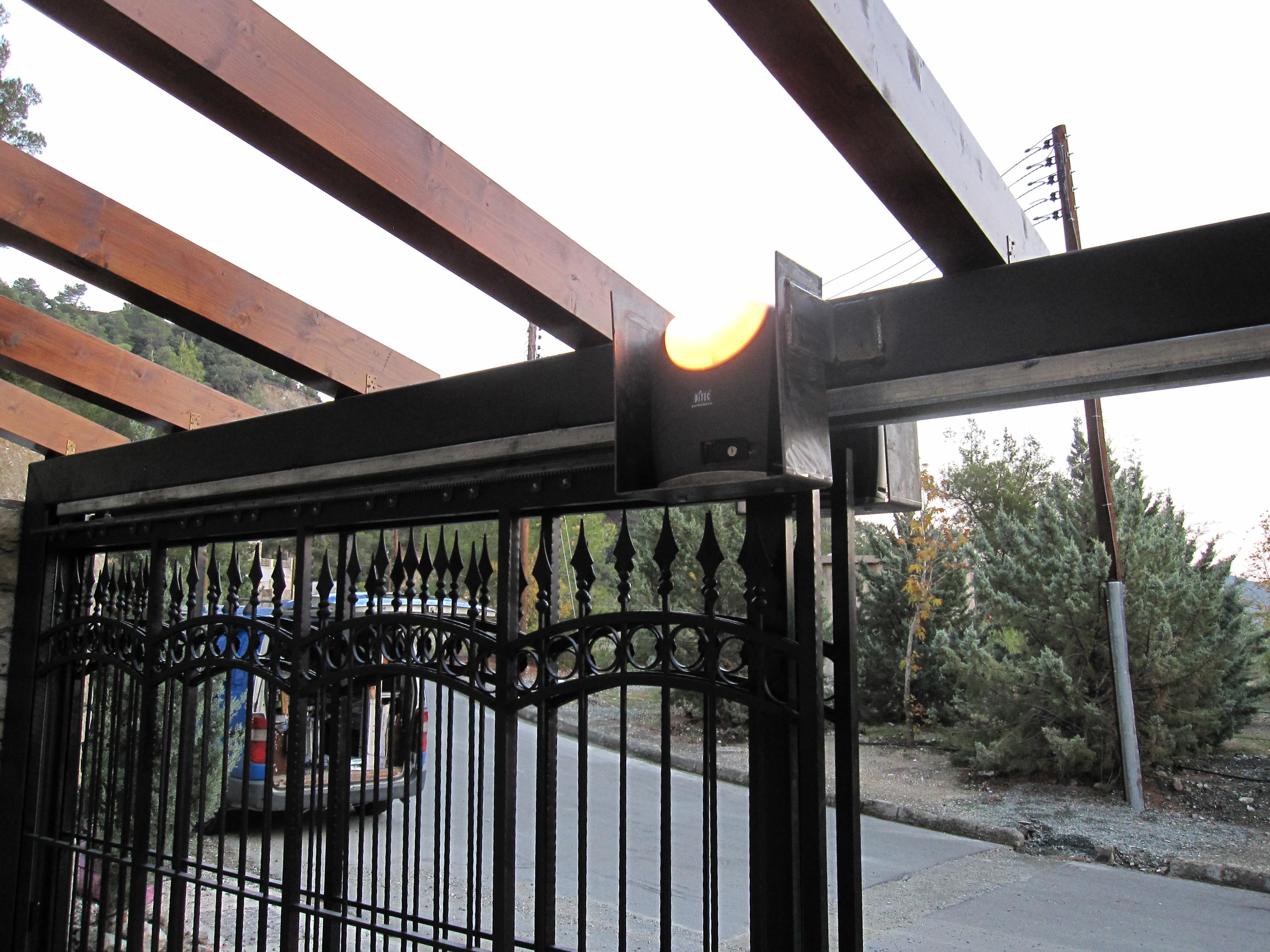 CROSS7 sliding gate operator