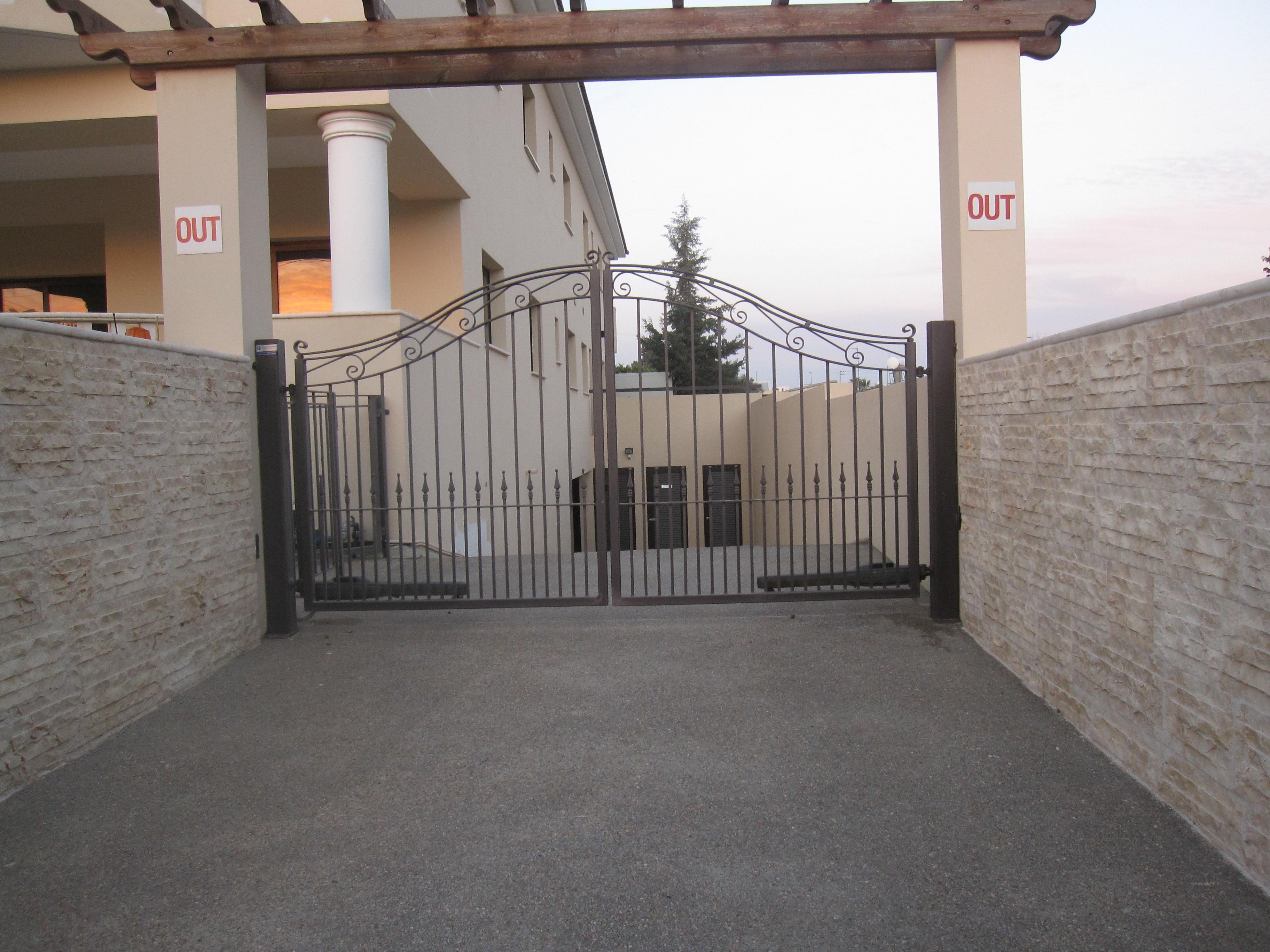 PRINCE swing gate operator