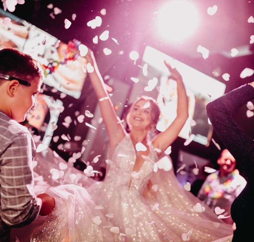 Красивая невеста 👰 - Mc Phil & Dj Leo Bass танцы на свадьбе в Израиле, лучшие русские диджеи, ведущий вечера Фил Идол