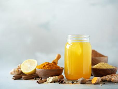 Outubro Rosa: Salada Primavera e limonada com açafrão são receitas que beneficiam a saúde da mulher